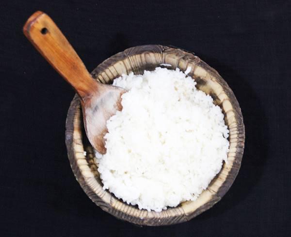 四川省では木のおひつでお米がでてくる