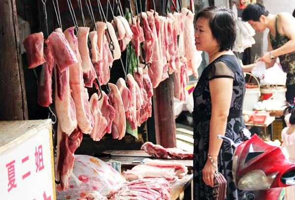 中国では皮つきの豚肉が売られている
